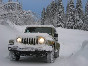 jeep in the snow - Supertech Auto Repairs North Vancouver